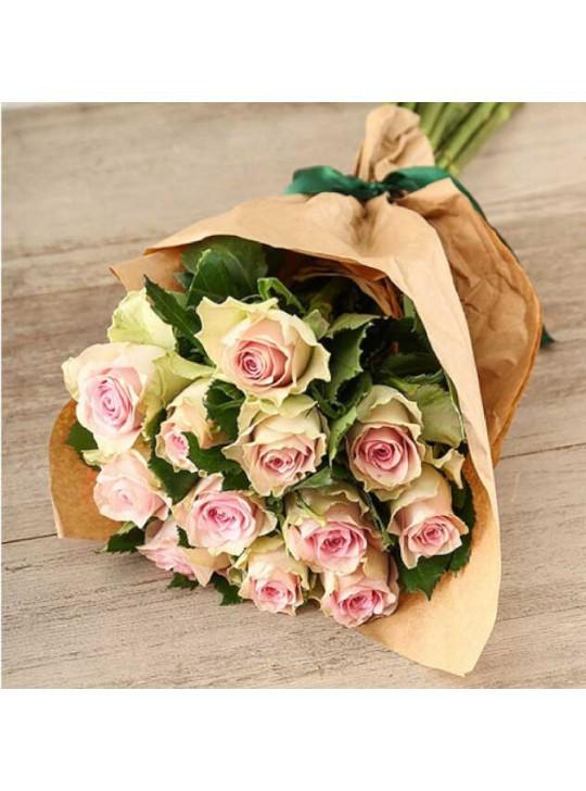 Монобукет из 11-ти розовых роз в крафте