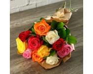 Монобукет из 11-ти разноцветных роз в крафте
