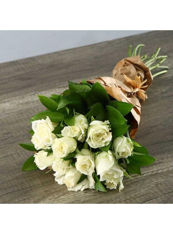 Монобукет из 11-ти белых роз в крафте