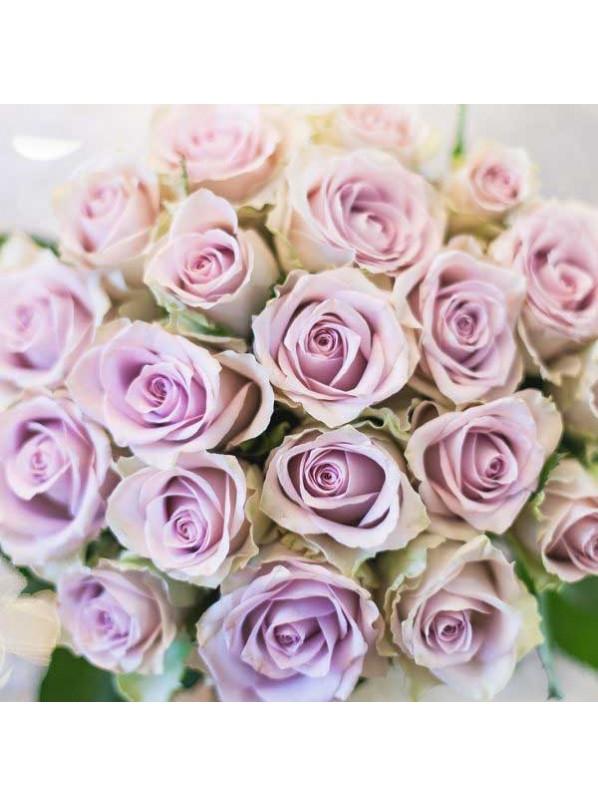 Монобукет из 25 нежно сиреневых роз в крафте