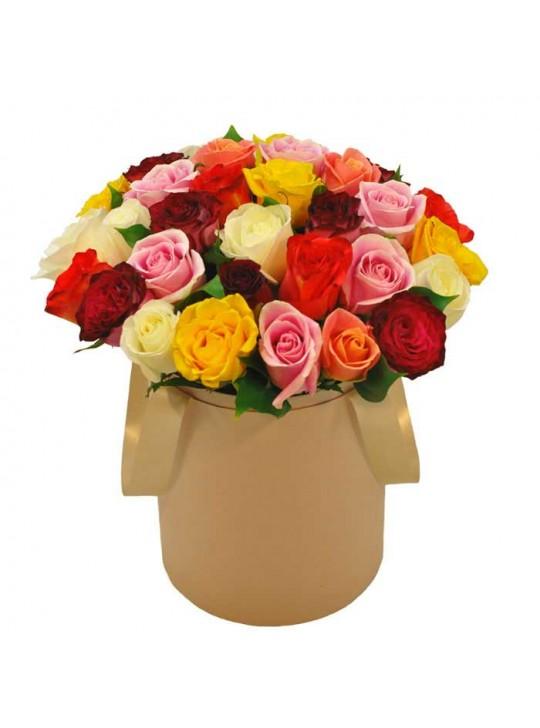 Монобукет из 35 разноцветных роз в шляпной коробке