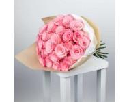 Монобукет из 51 кустовых нежно розовых роз в крафте