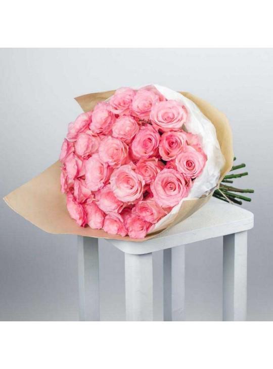 Монобукет из 51 кустовых ярко розовых роз в крафте